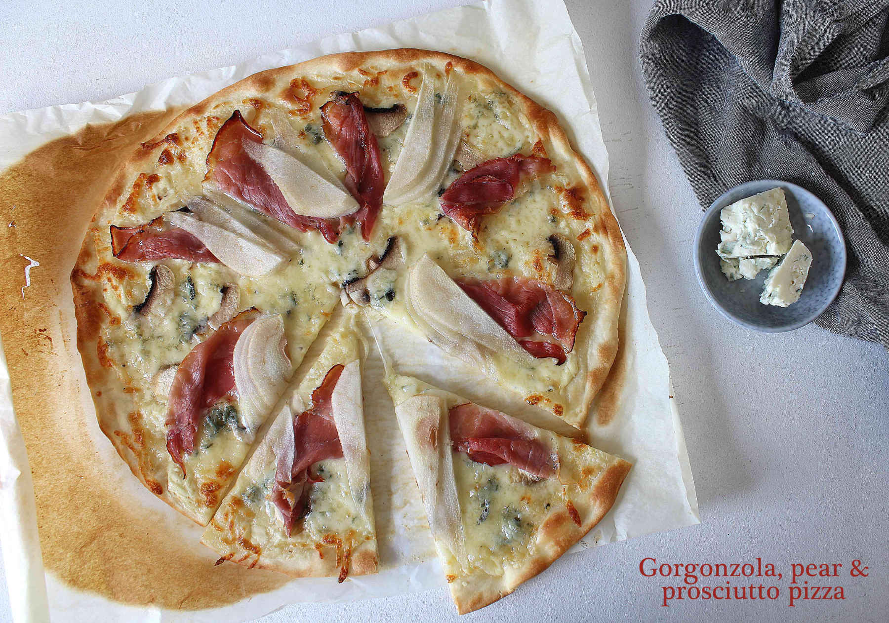 Prosciutto, gorgonzola and pear pizza