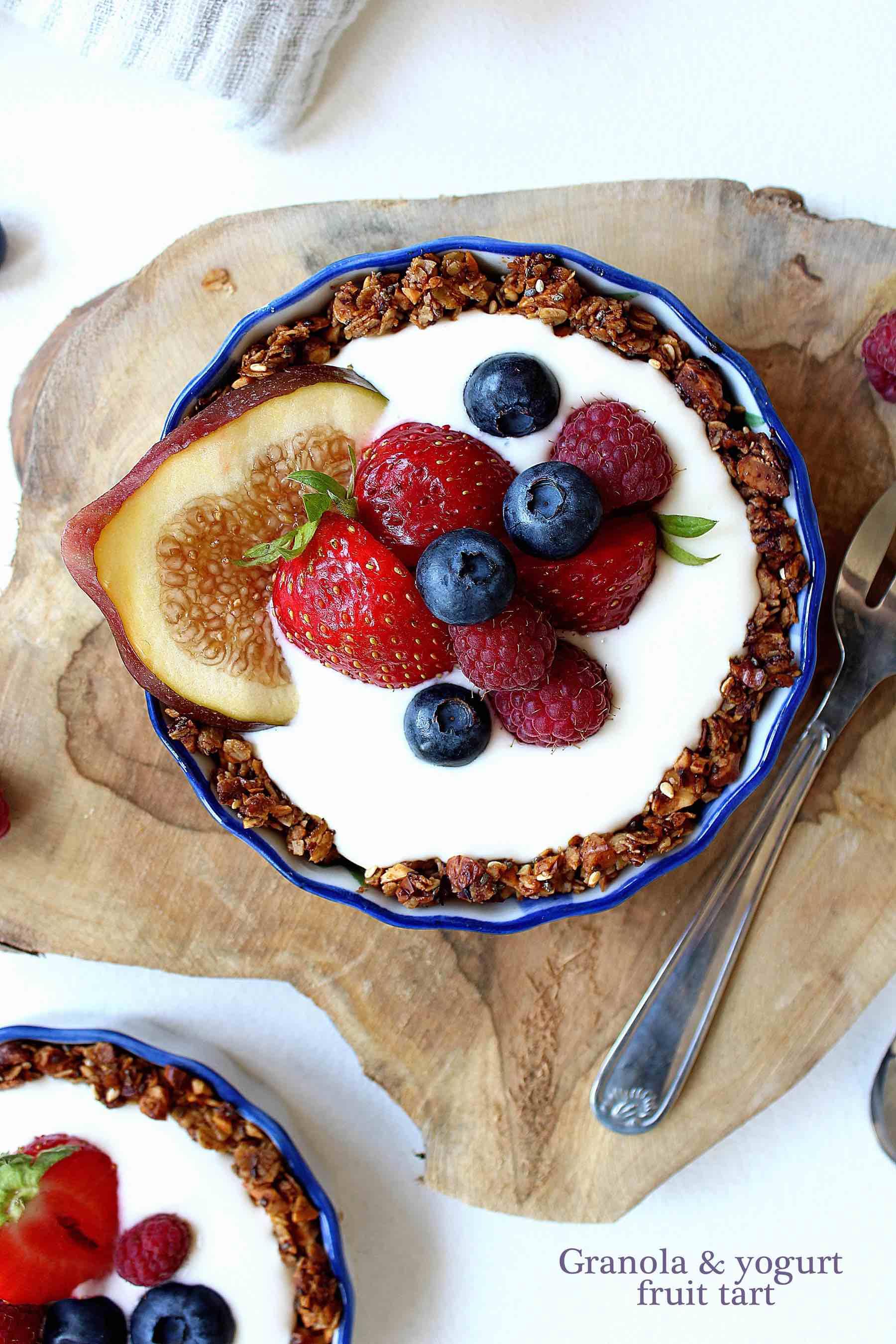 Granola and yogurt fruit tart