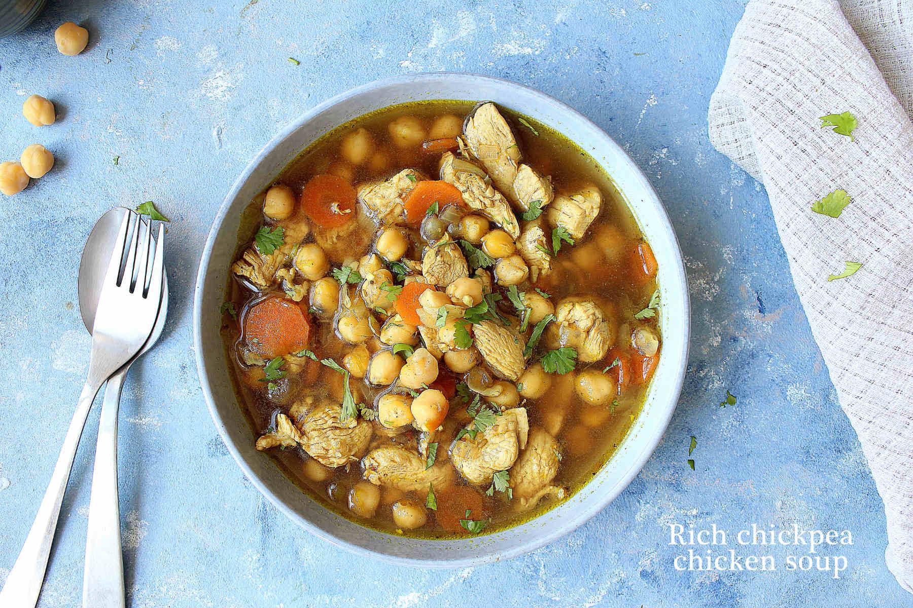 Soupe de poulet et pois chiches aux épices