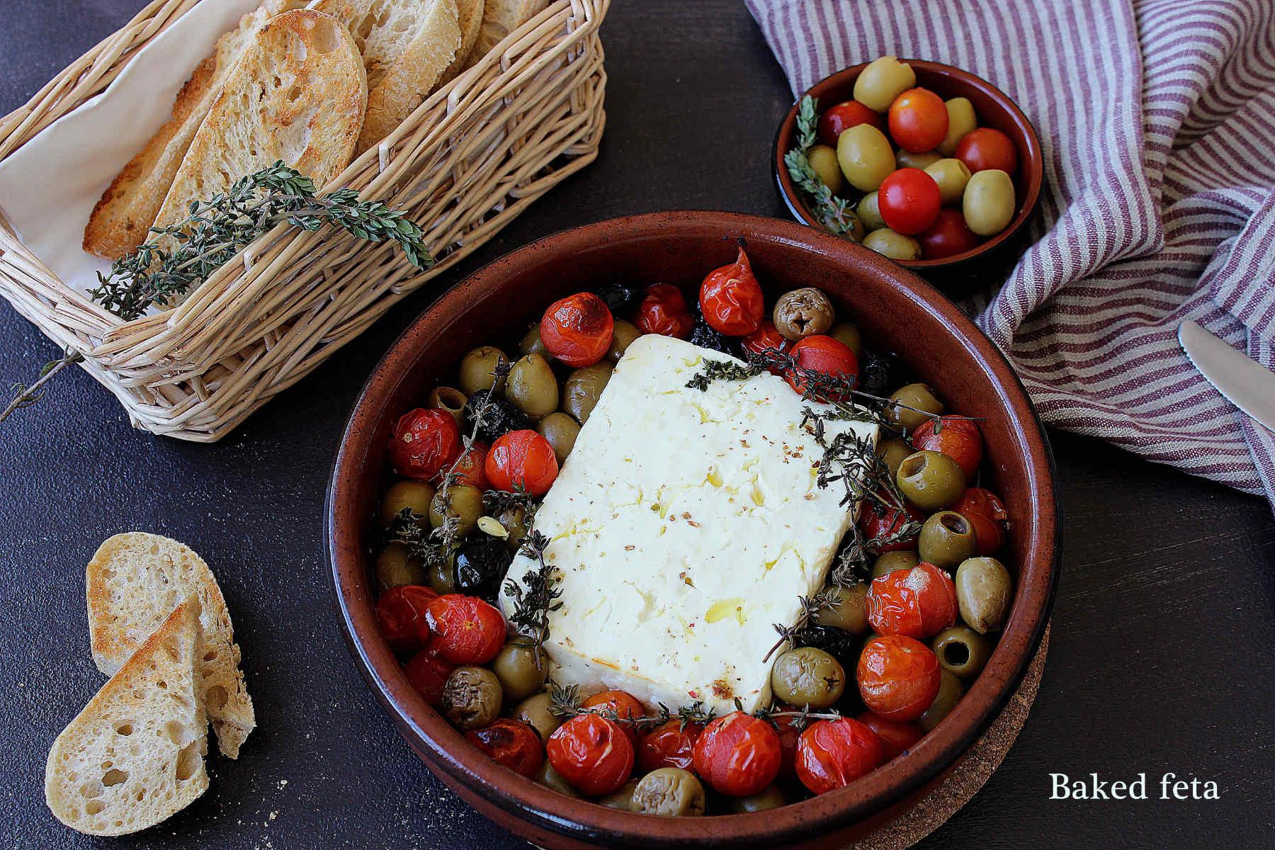 Feta cuite au four aux olives et tomates cerises