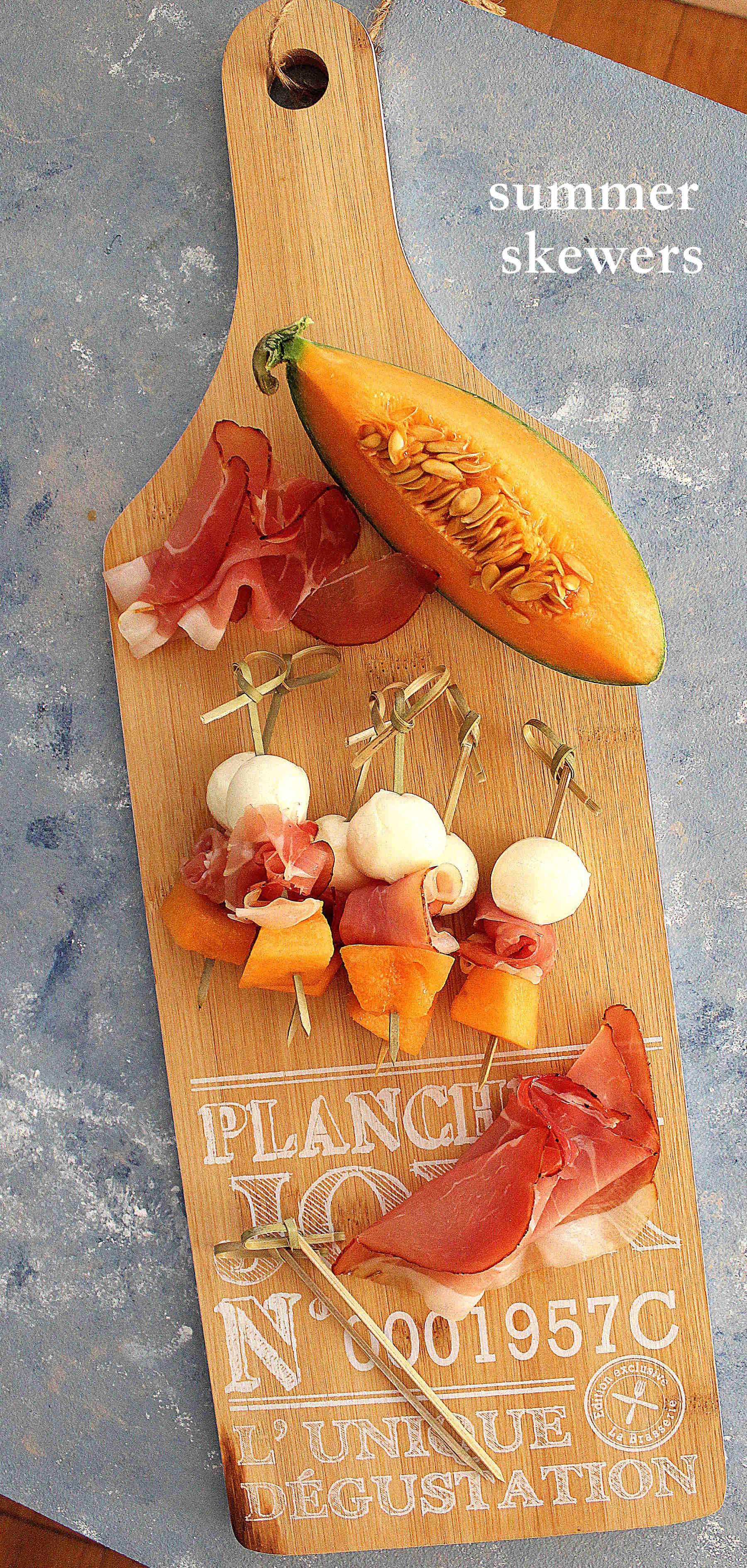 Brochettes estivales : jambon cru, mozzarella et melon
