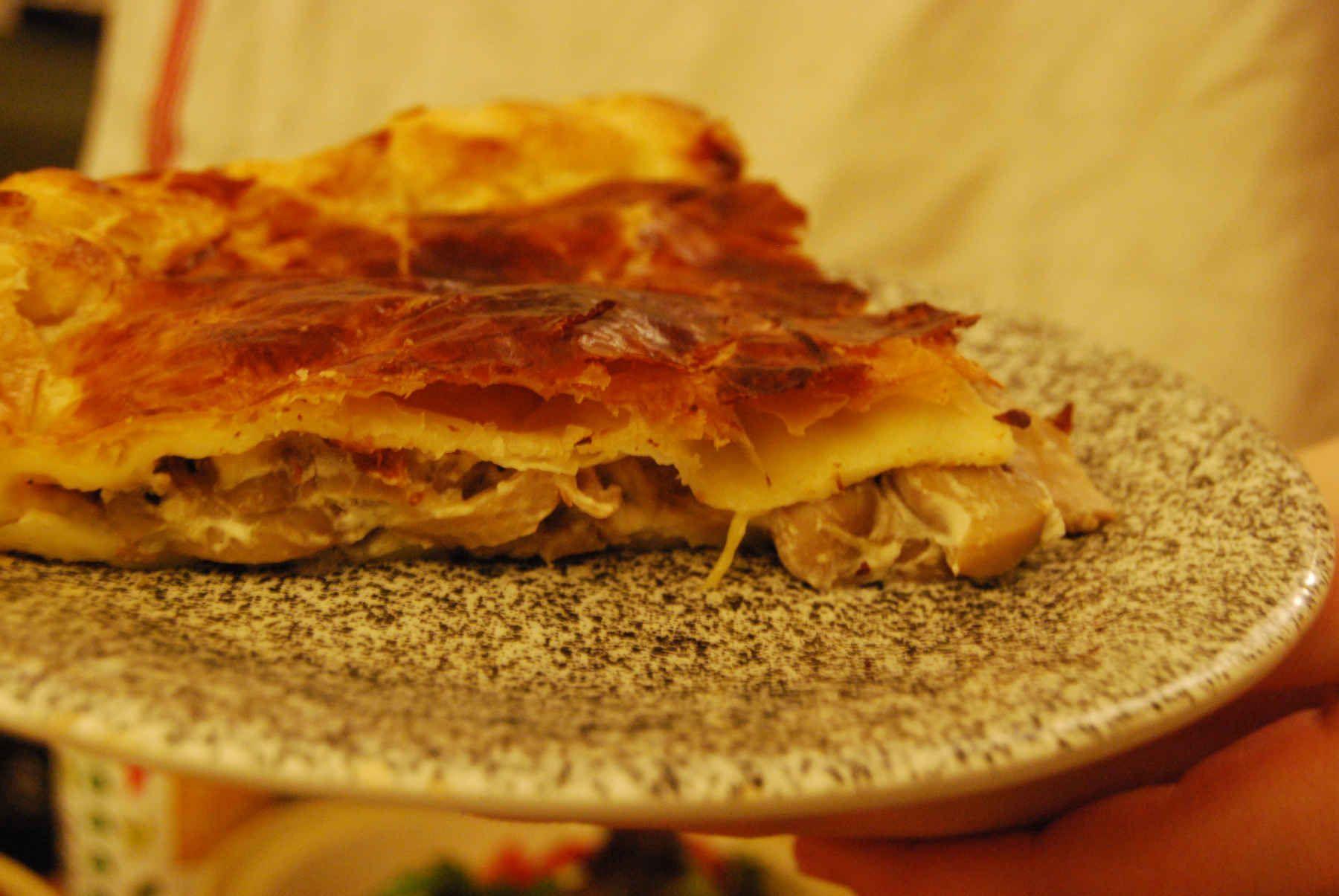 Creamy & cheesy mushroom pie