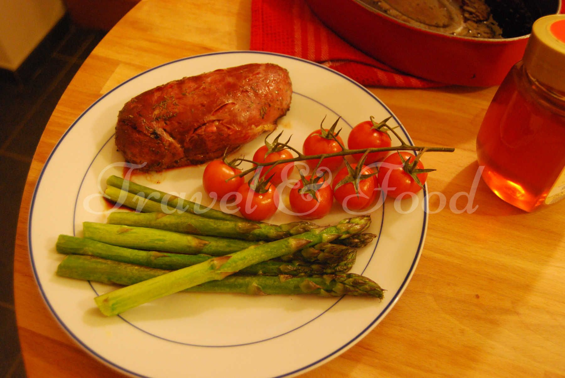 Honey duck filet with asparagus