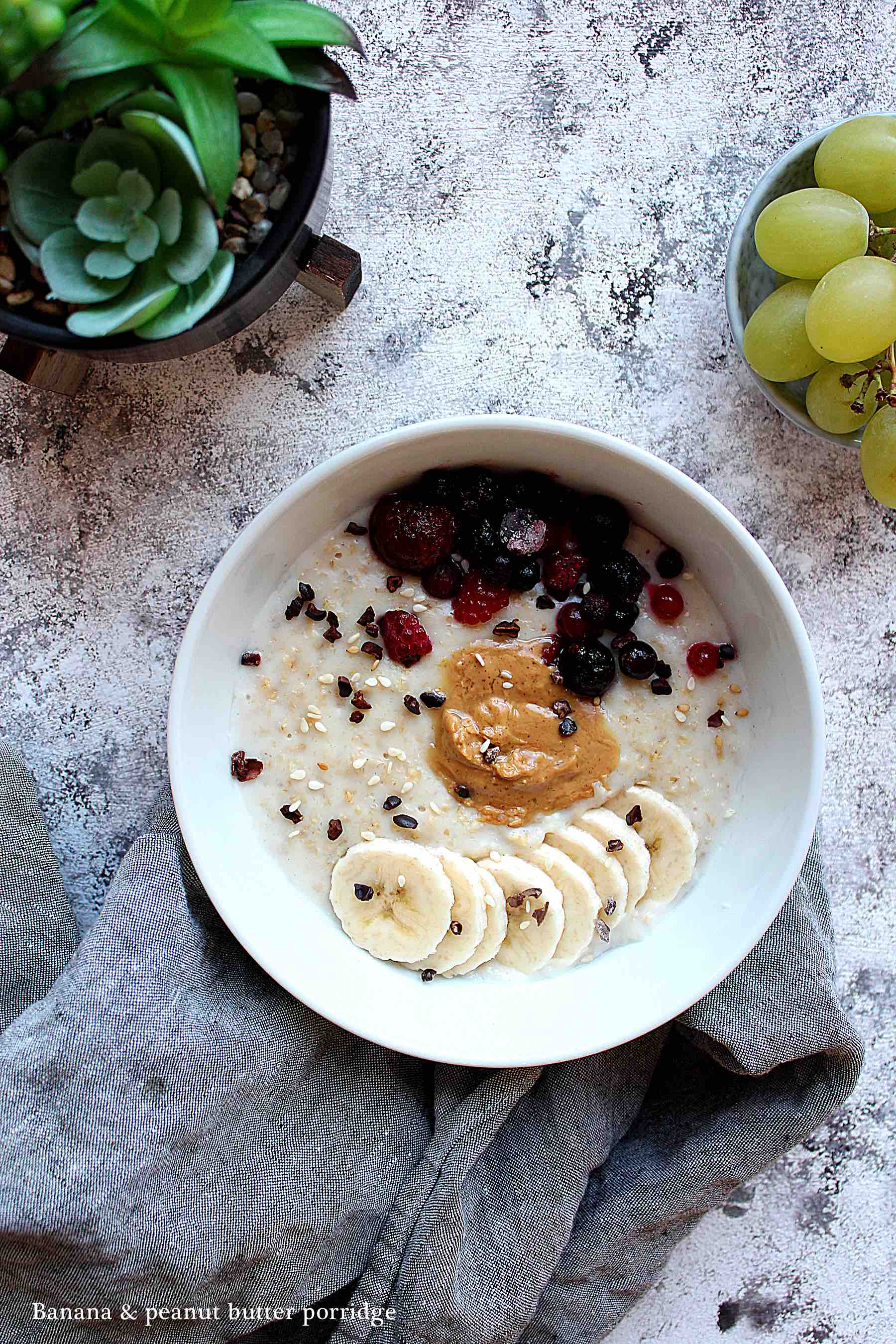 Banana and peanut butter creamy porridge