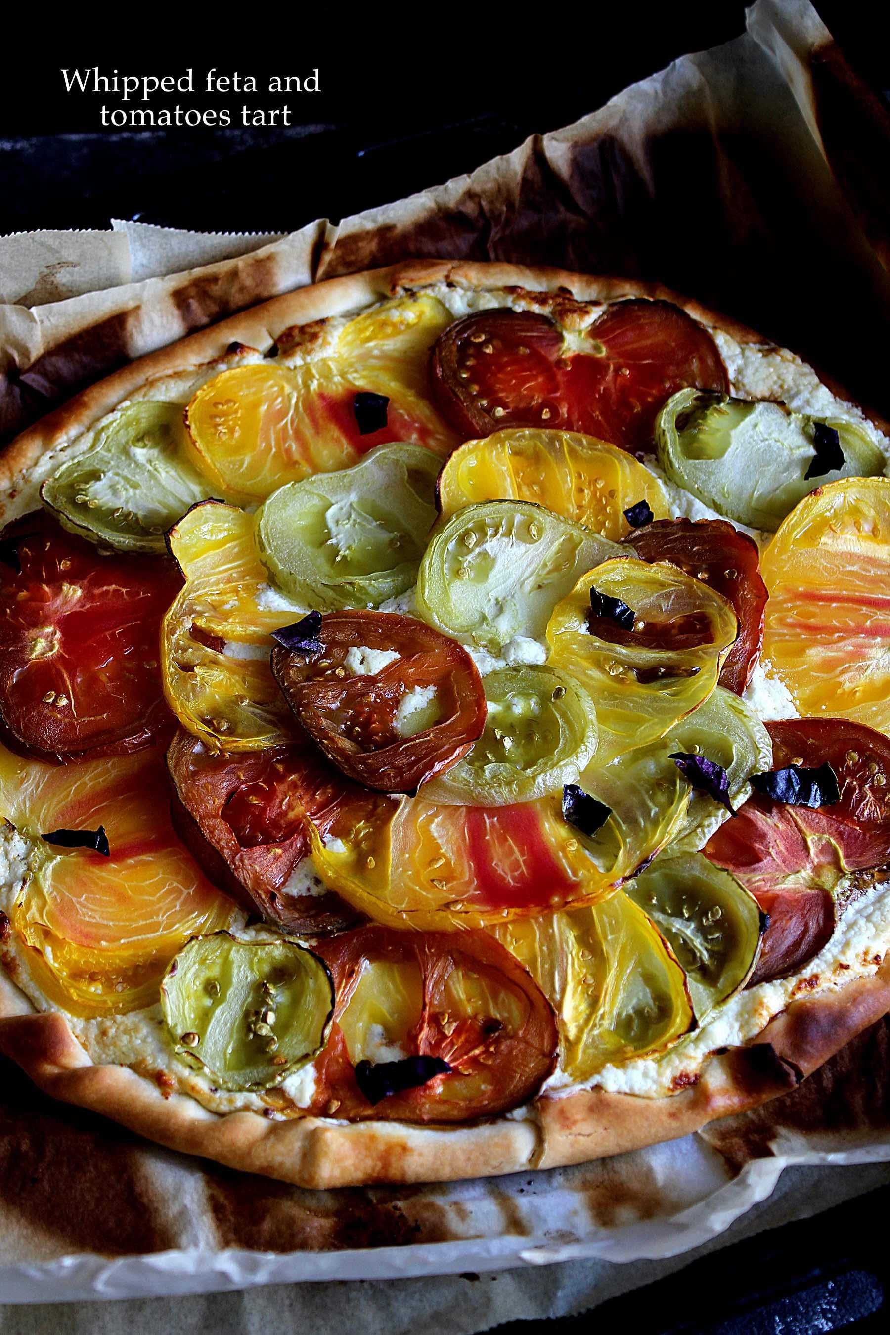 Tarte fine à la tomate et feta fouettée