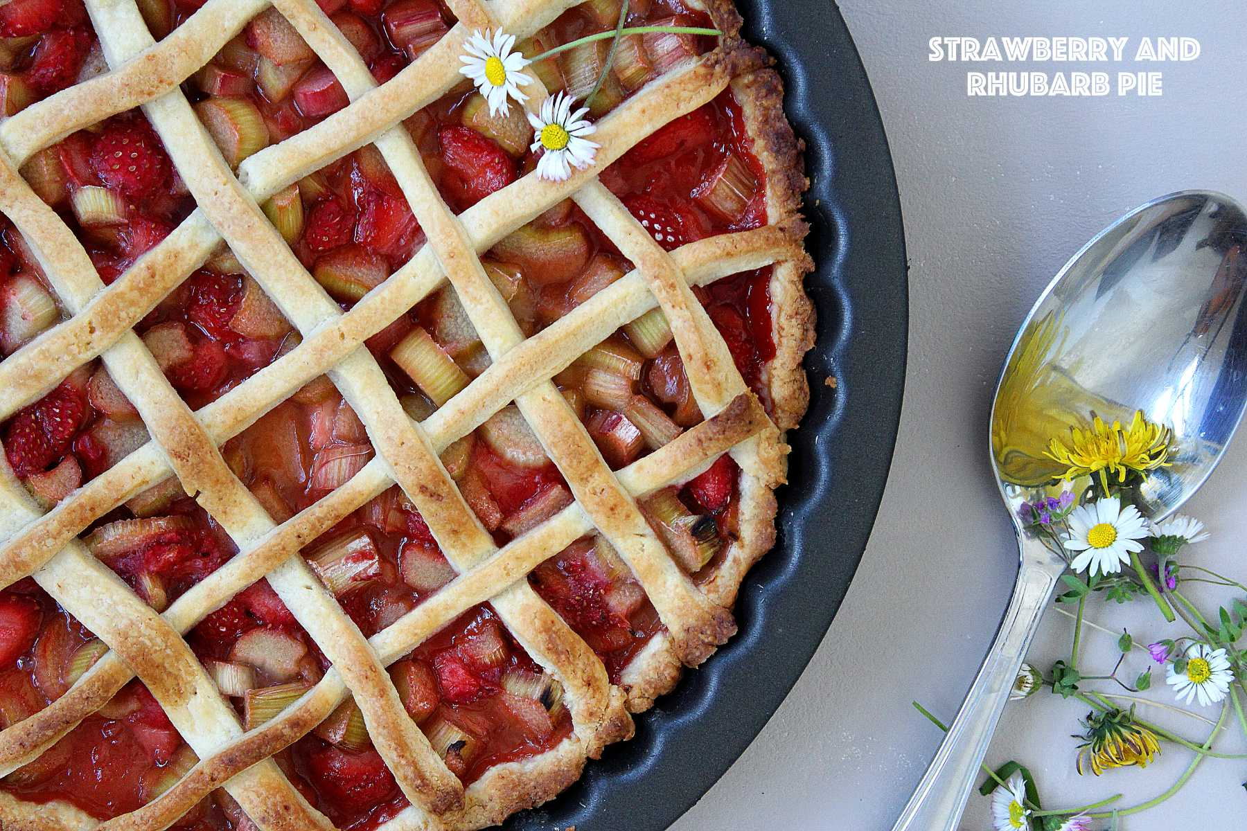 Tarte à la fraise et à la rhubarbe