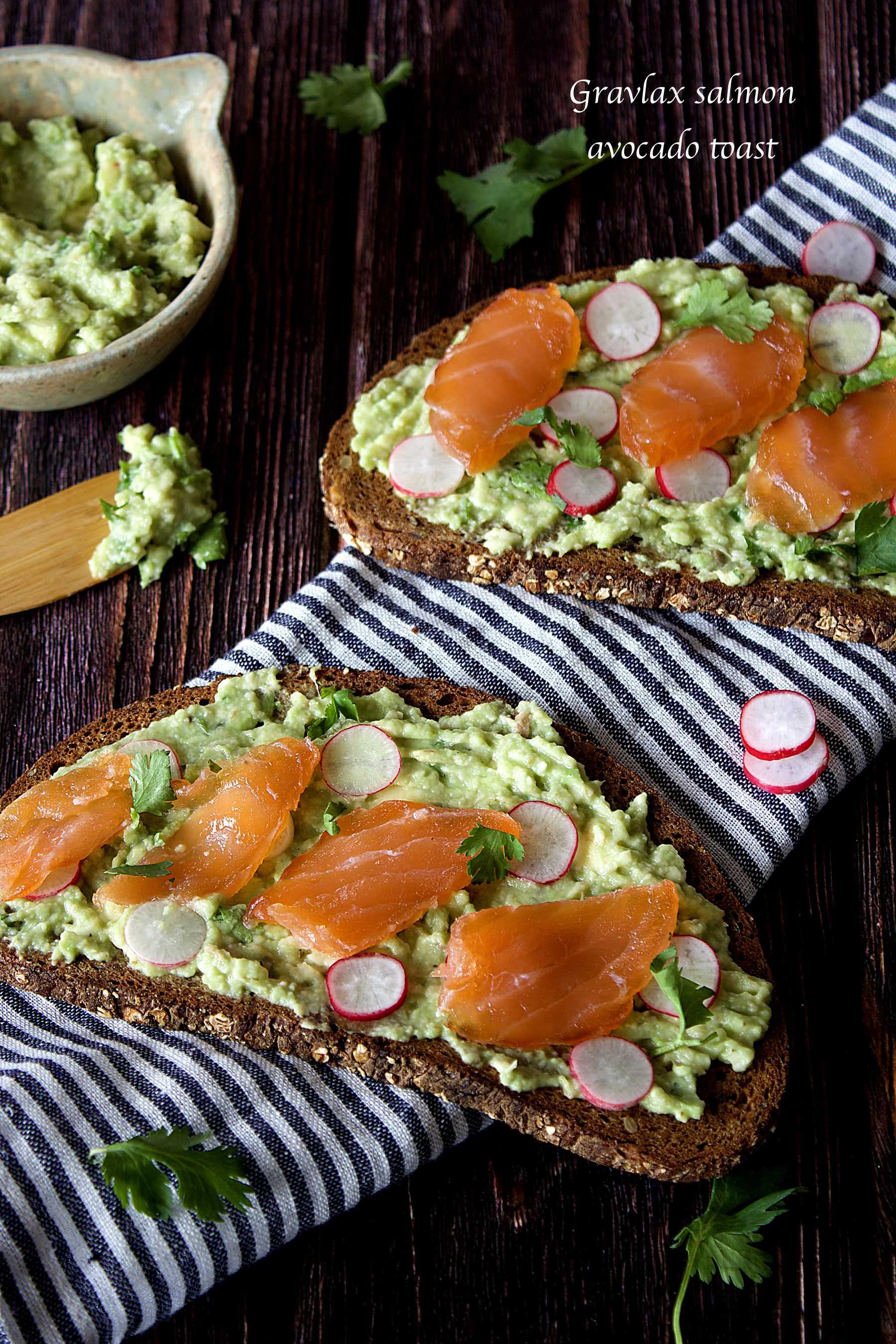 Toasts à l'avocat et au saumon gravlax maison
