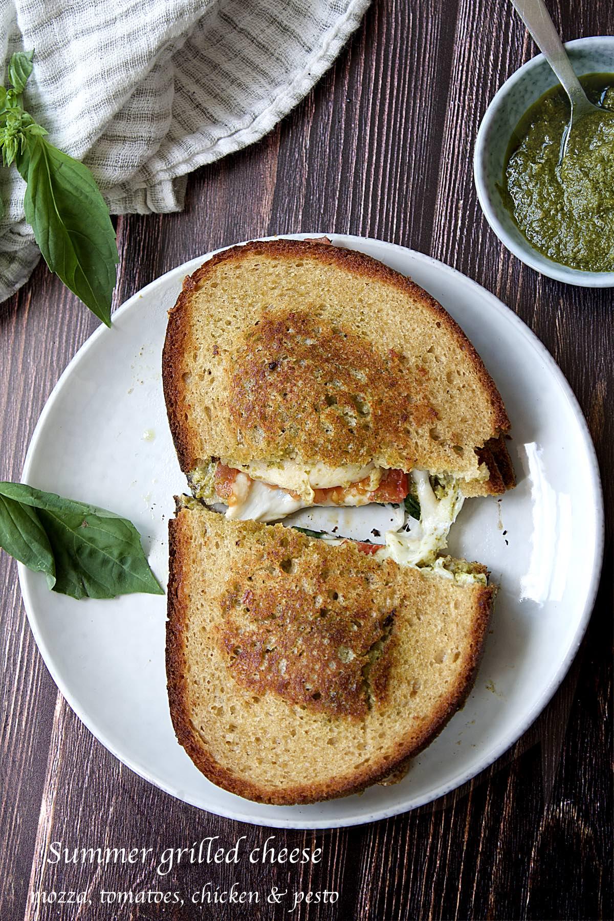 Summer grilled cheese : mozzarella, pesto, chicken & tomatoes