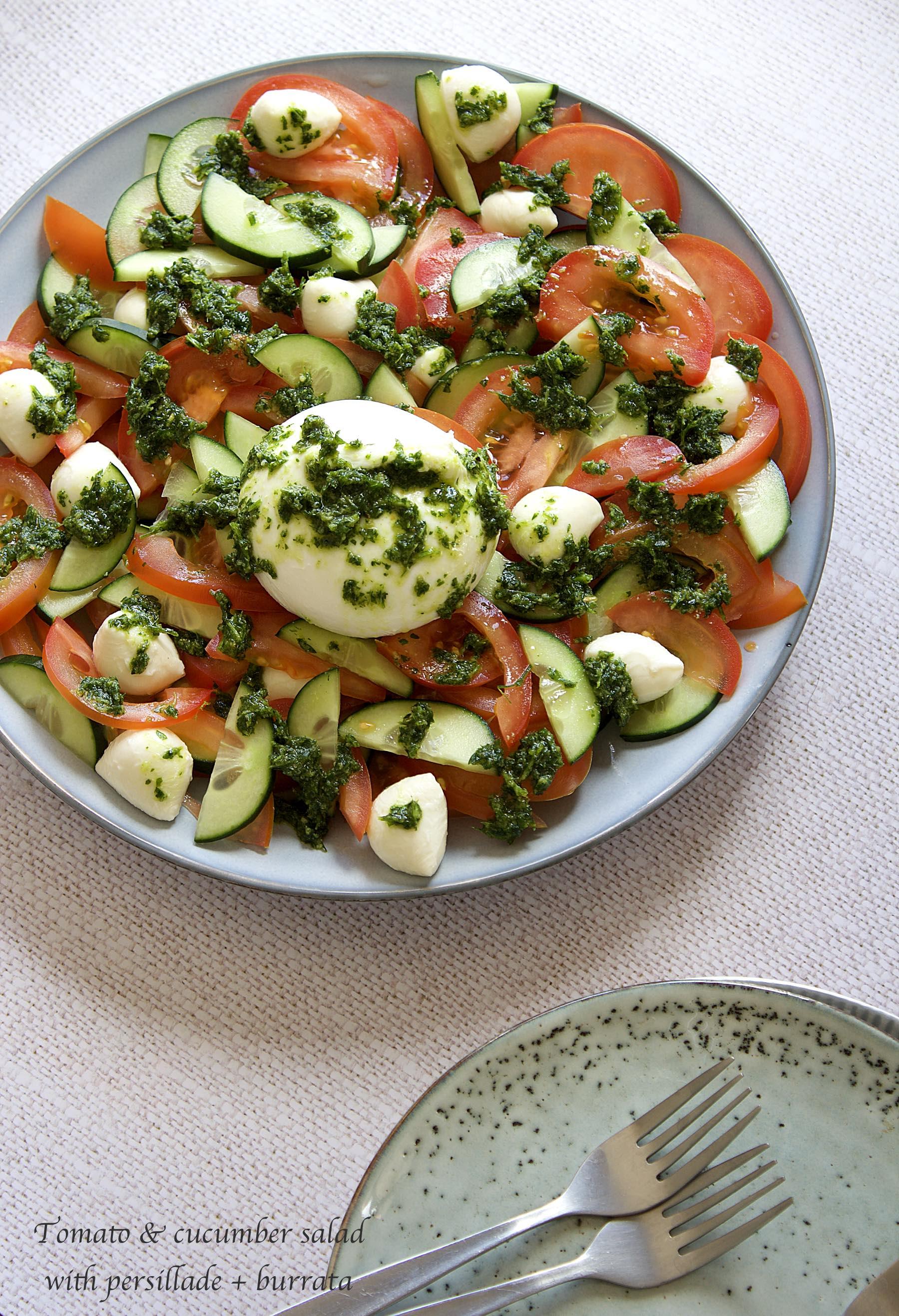 Salade de tomate, concombre et mozzarella à la persillade + burrata