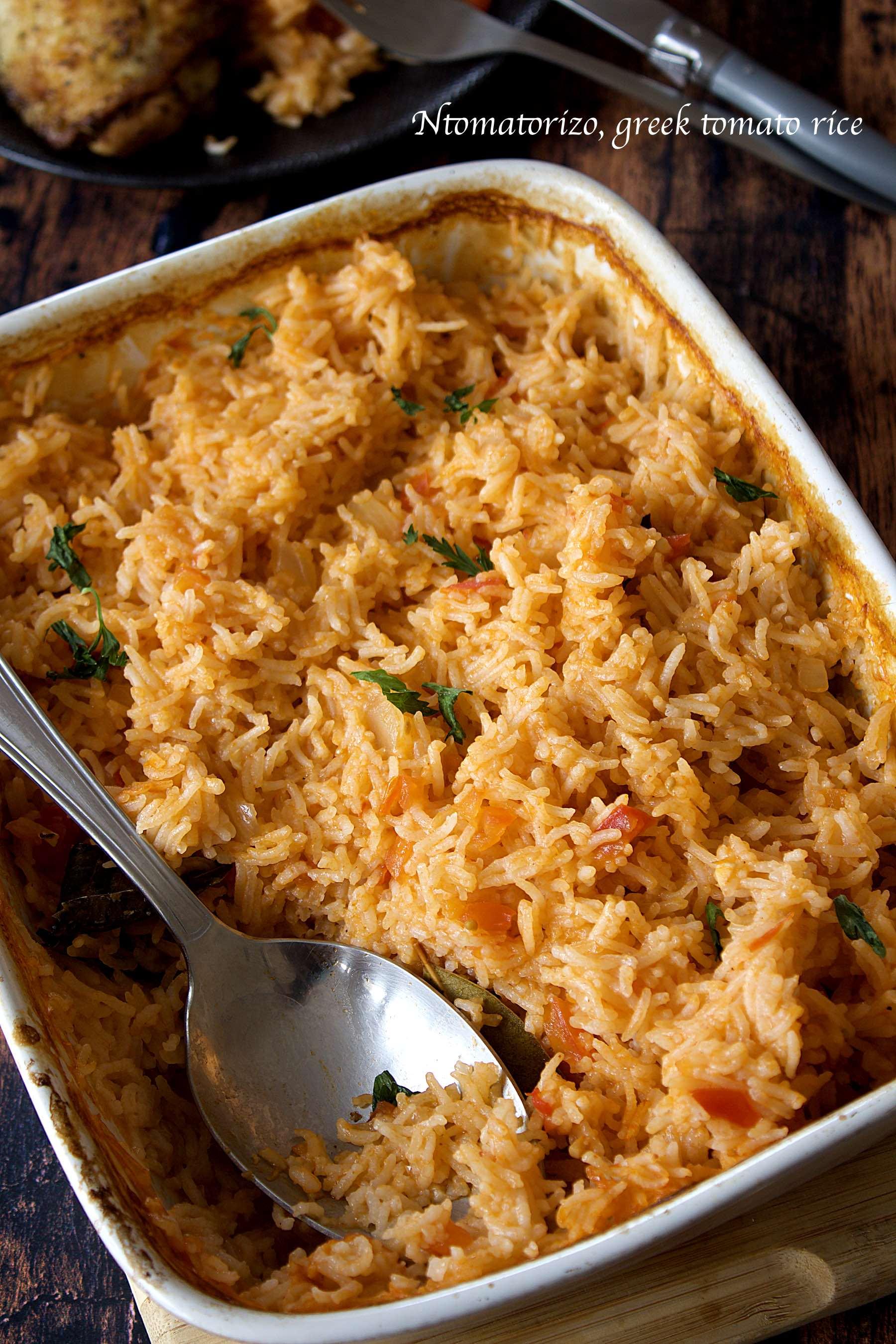 Ntomatorizo, le riz grec à la tomate et aux épices
