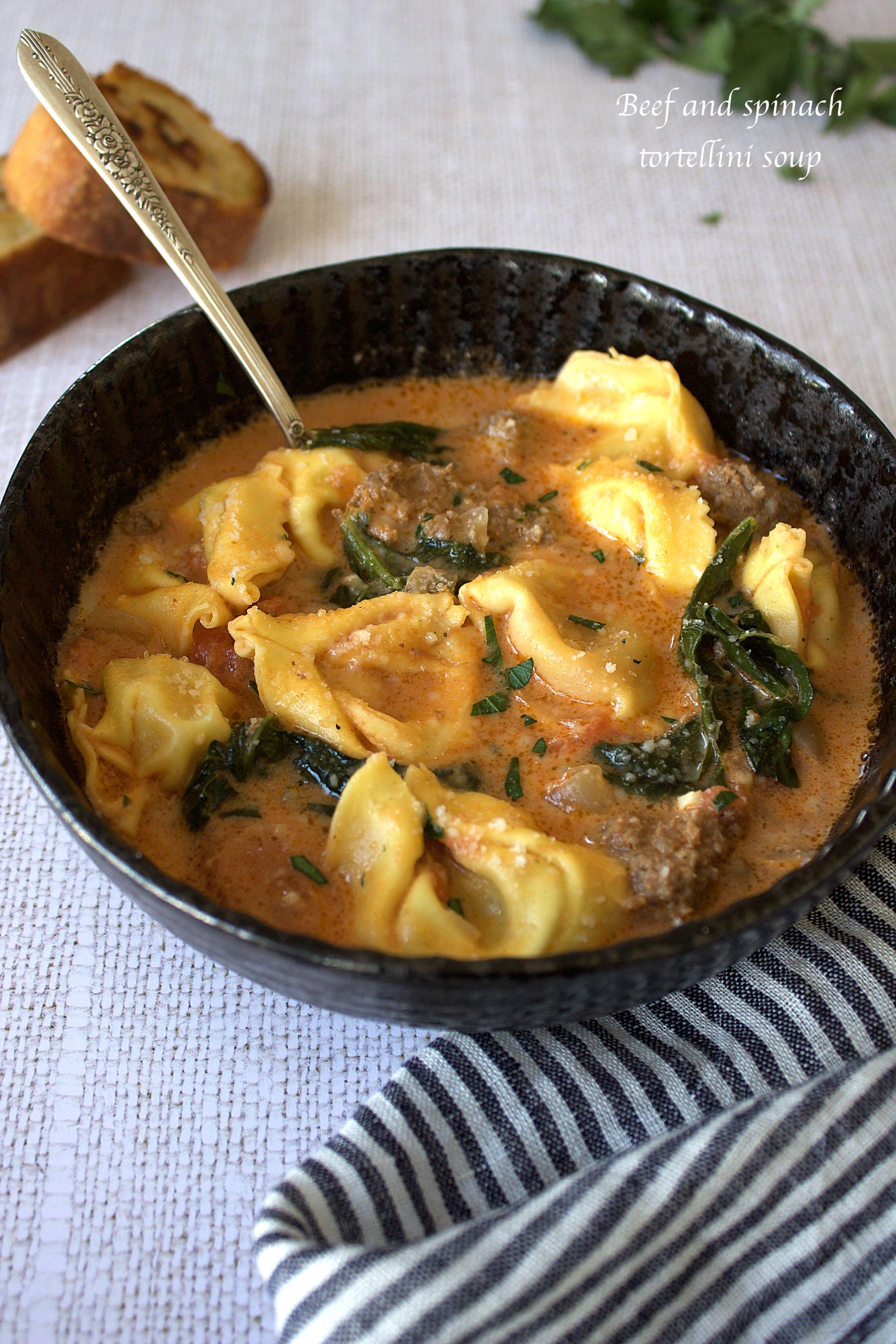 Soupe de tortellini au boeuf et aux épinards